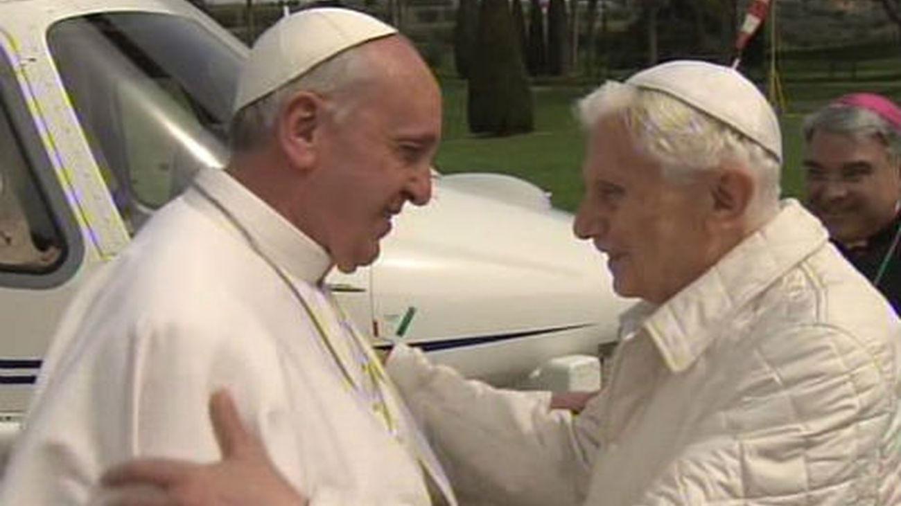 Benedicto XVI rompe su silencio para hablar sobre su papado y sobre Francisco