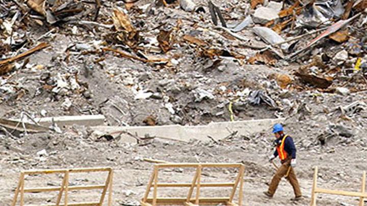 Encuentran posibles restos de víctimas del 11S entre los escombros