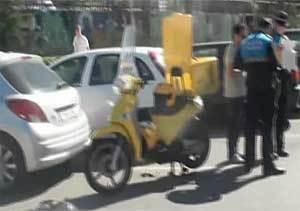 Una motorista de Correos herida muy grave al ser arrollada en Alcobendas