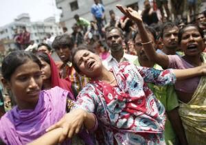Ascienden a 170 los muertos tras el derrumbe de un edificio en Bangladesh