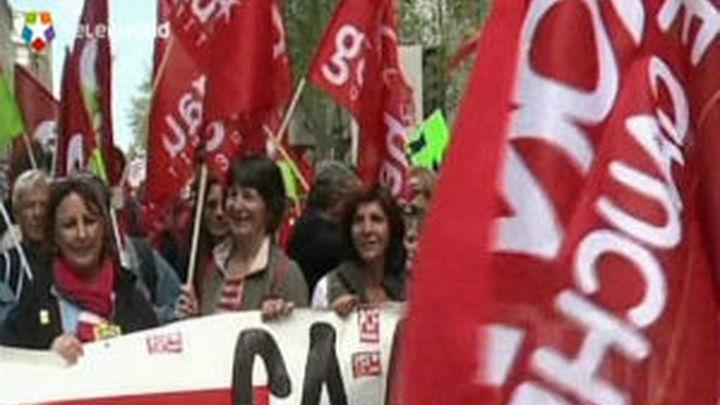 Una multitudinaria manifestación en París exige a Hollande el fin de la austeridad
