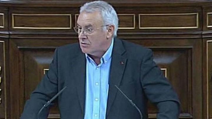 """La oposición pide a Rajoy diálogo, """"complot"""" contra Merkel y hasta su dimisión"""