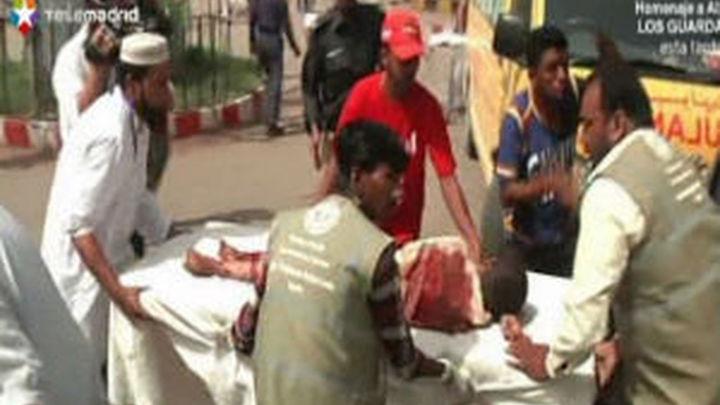 Los paquistaníes desafían a los talibanes y acuden a las urnas