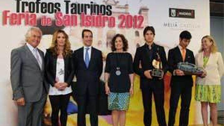 La alcaldesa entrega los Premios Taurinos de San Isidro 2012