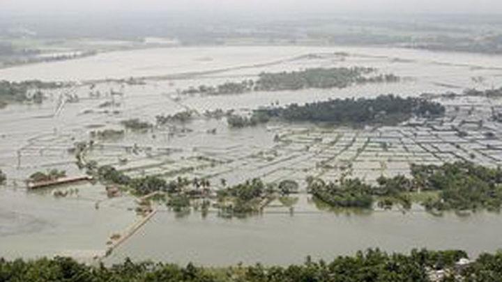 Al menos 33 muertos por un ciclón en Bangladesh