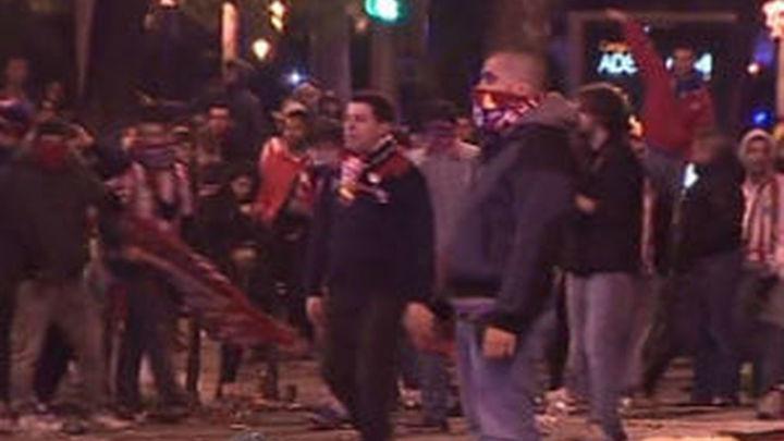La fiesta en Neptuno acaba con carreras entre alborotadores y policías