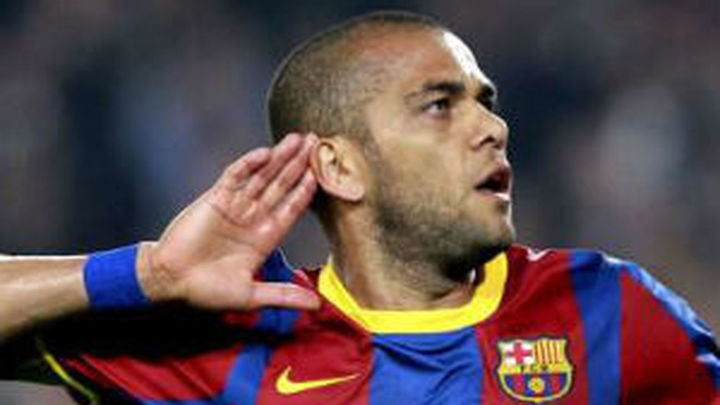 Dani Alves se deja querer por el PSG
