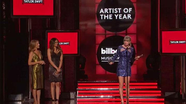 Taylor Swift reina en los premios Billboard