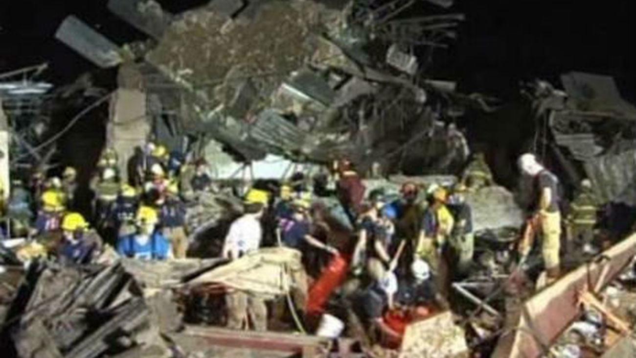 Se peinan los escombros en busca de más supervivientes del tornado en Oklahoma