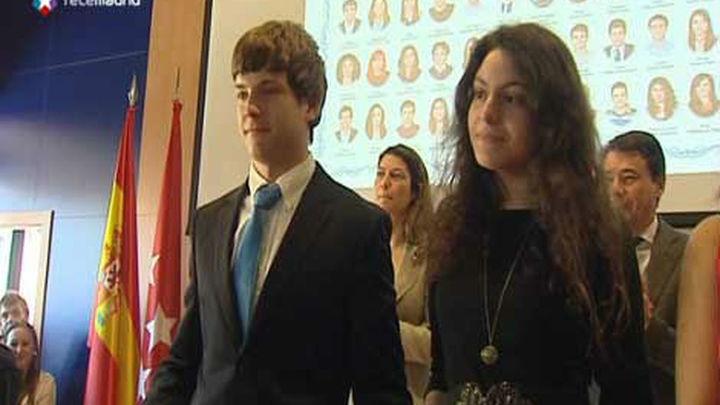 González asiste a la graduación de la 1ª promoción del Bachillerato de Excelencia