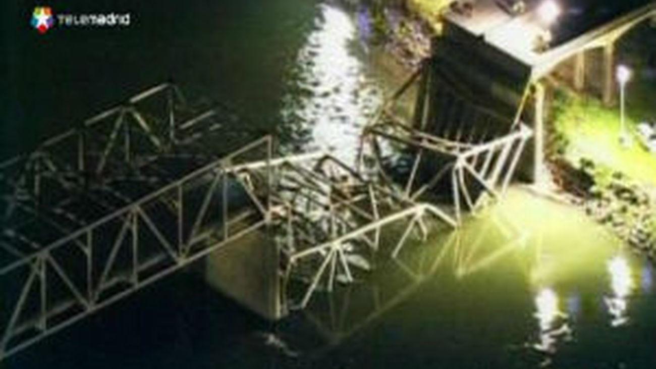Un puente se derrumba en EE.UU. mientras soportaba un tráfico fluido