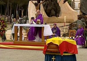 Morenés asiste al funeral  por los tres legionarios muertos en una explosión