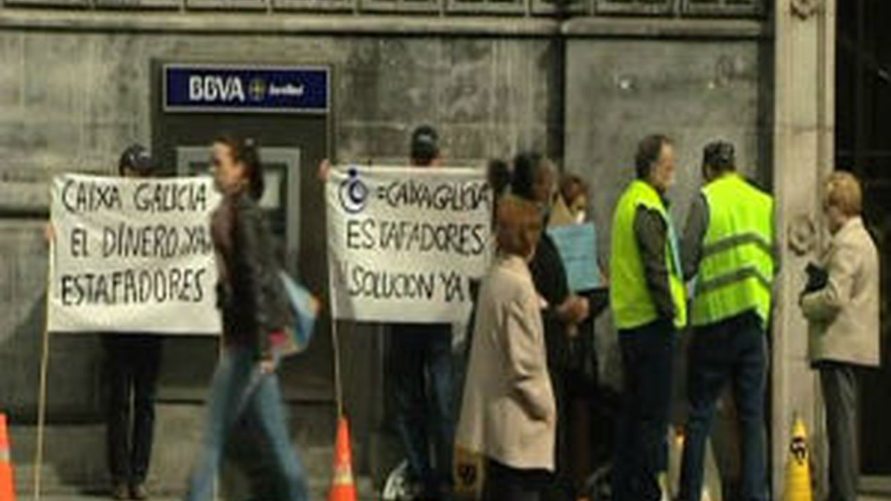 La CNMV abrirá acciones disciplinarias a 9 grupos financieros por la venta de preferentes