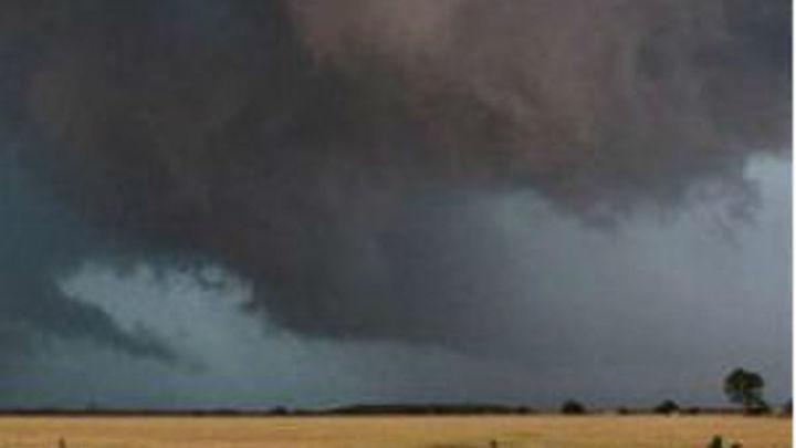 Al menos 9 muertos por tornados en Oklahoma, estado de emergencia en Missouri