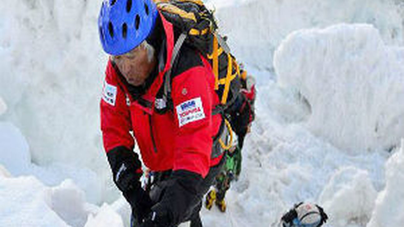 Un japonés sube el Everest con 80 años