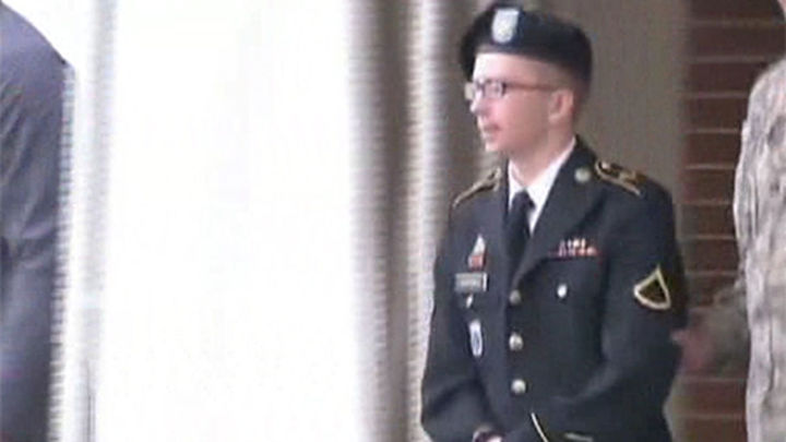 Bradley Manning, el informante de WikiLeaks, comparece ante una corte marcial