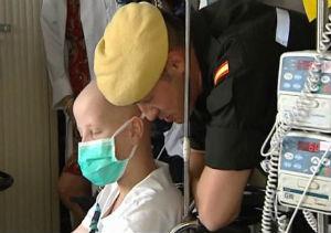 La Unidad Militar de Emergencias visita a los niños del hospital de la Paz