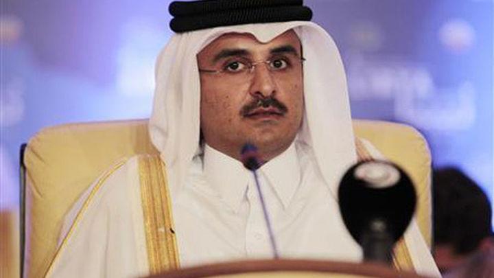 El emir de Qatar abdica en el príncipe heredero Tamim bin Hamad al Zani