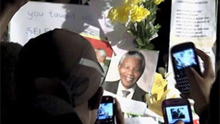 Obama inicia su visita a Sudáfrica mientras Mandela sigue hospitalizado