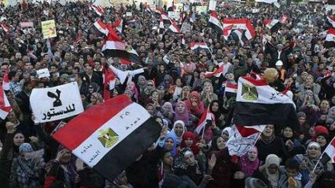 El Ejército egipcio da 48 horas a las fuerzas políticas para resolver la crisis