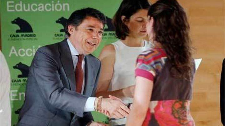 González entrega las becas internacionales de la Fundación Caja Madrid