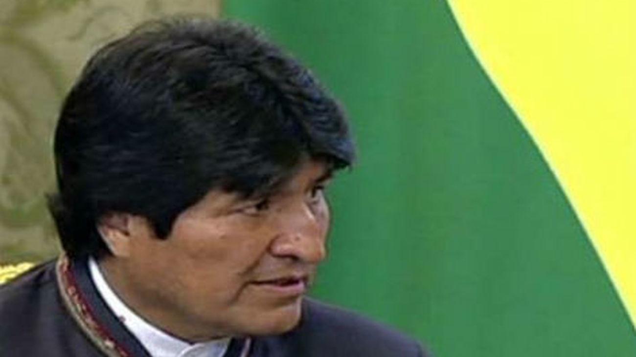 """El gobierno de Bolivia denuncia que """"Evo Morales está secuestrado en Europa"""""""