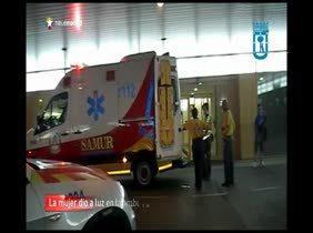 Una mujer da a luz a un niño en una ambulancia