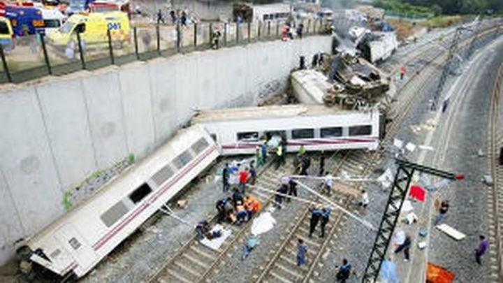 Hallan entre los restos del tren un móvil y una tableta que podrían ser del maquinista