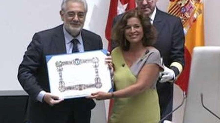 Plácido Domingo recibe el título de Hijo Predilecto declarándose  tres veces 'gato'