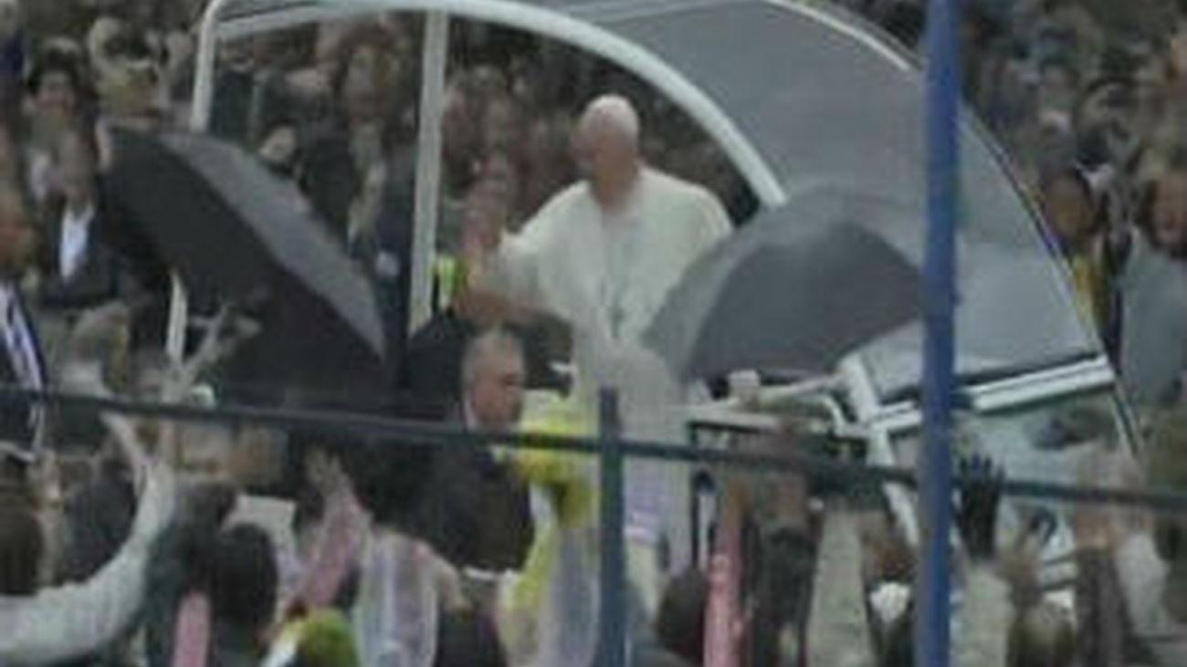"""El Papa visita una favela: """"Nadie puede permanecer indiferente ante las desigualdades"""""""