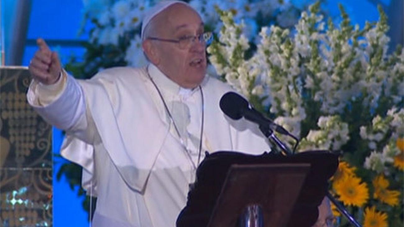 El papa alienta a los jóvenes a protagonizar los cambios sociales en el mundo