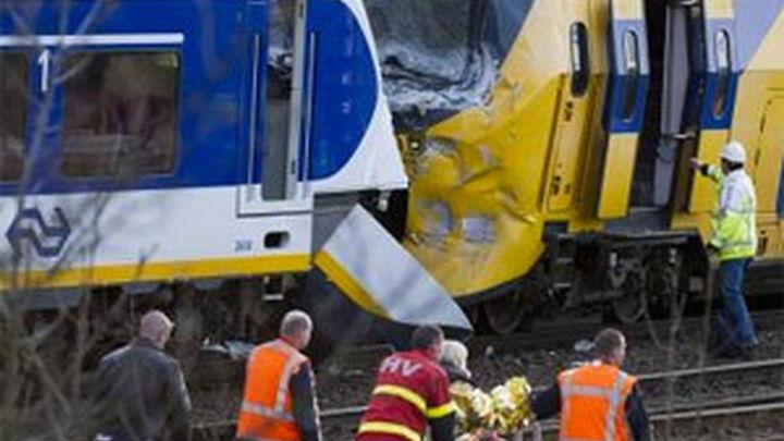 Un muerto y 26 heridos, último recuento del choque frontal de trenes en Suiza