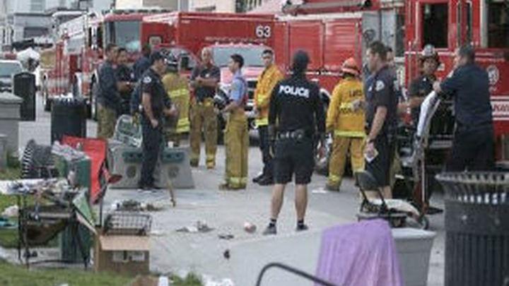 Un muerto y 11 heridos tras embestir un vehículo contra los peatones en Los Ángeles