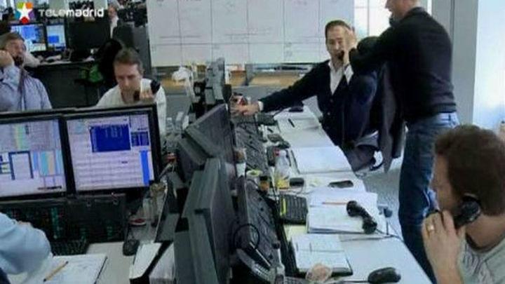 La prima de riesgo española cierra en 227 puntos, en mínimos desde junio de 2011