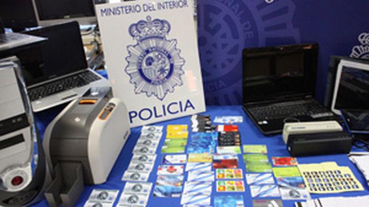 La Policía Nacional desarticula en Madrid un laboratorio de falsificación de tarjetas bancarias