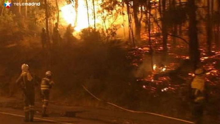 Continúa activo el incendio de Ribeira y es desactivado el nivel 1 en el de Oia