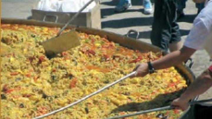 Las fiestas patronales de Villarejo comienzan con la tradicional paella