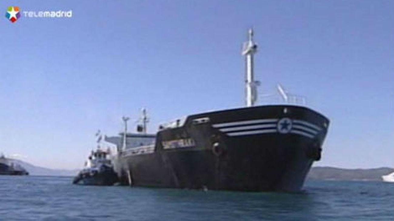 El Gobierno aprueba la reforma para sancionar a las gasolineras flotantes en el Estrecho