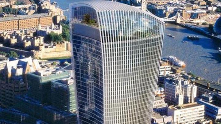 El reflejo de un rascacielos en Londres causa daños en un vehículo