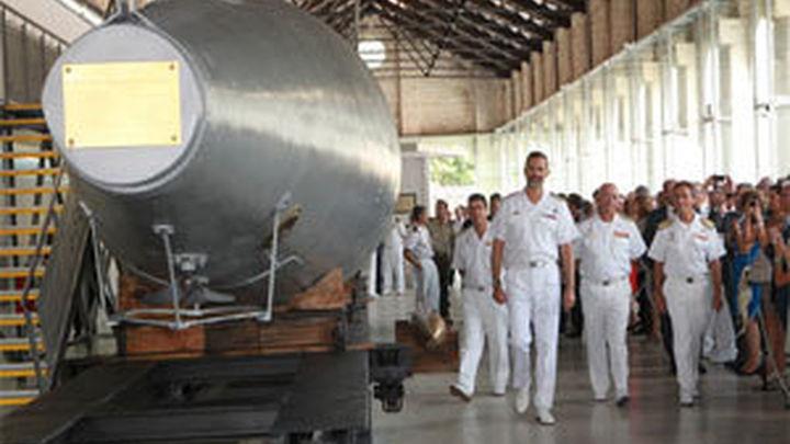 El Príncipe inaugura la sala del Museo Naval de  Cartagena donde se expone el submarino Peral
