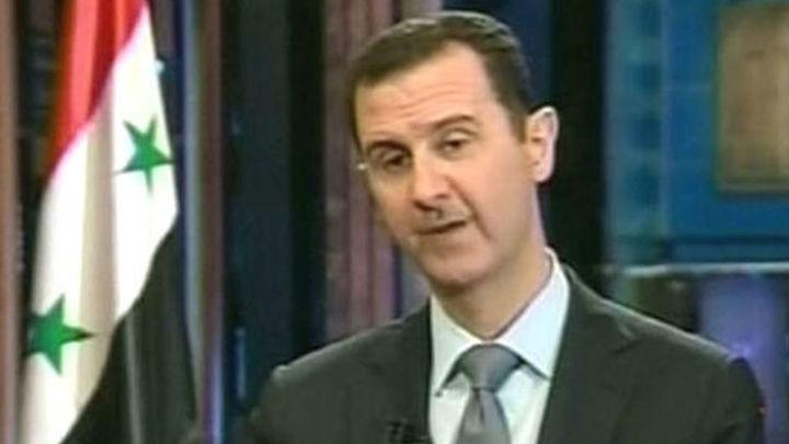 Al Asad dice que llevará un año destruir las armas químicas y que costará mucho dinero