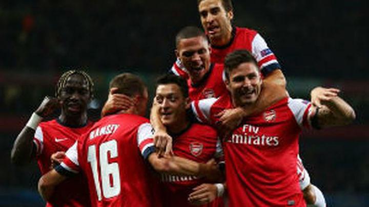Ozil brilla en el Arsenal (2-0) y el Chelsea golea (0-4)