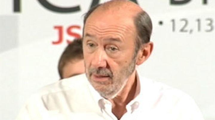 """Rubalcaba dice que España no se puede permitir  un Gobierno """"torpe, insensible y mentiroso"""""""