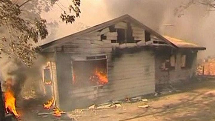 Evacuaciones y casas quemadas a causa de los incendios en el sur de Australia