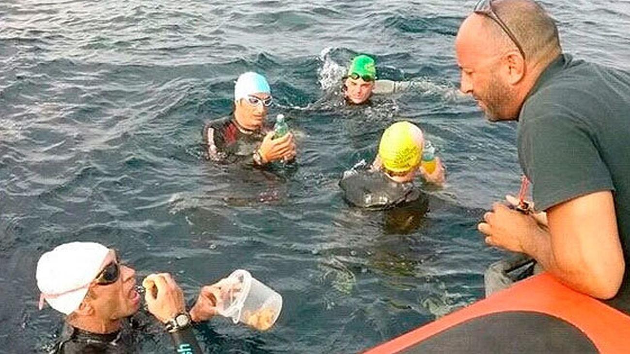 Cuatro madrileños cruzan el Estrecho a nado