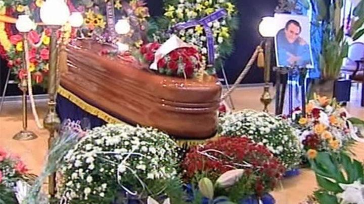 Miles de personas despiden a Manolo Escobar en Benidorm