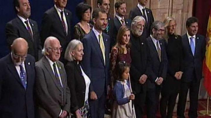 """Una niña ciega protagoniza la """"foto de familia"""" de los Premios Príncipe"""