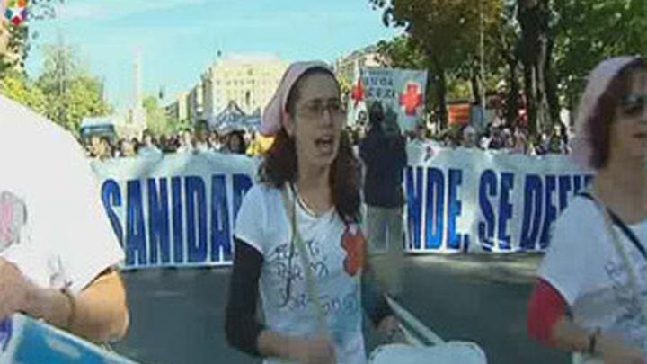 La duodécima 'Marea Blanca' recorre las calles de Madrid
