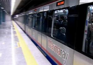 Tren en el tuneld e Marmay