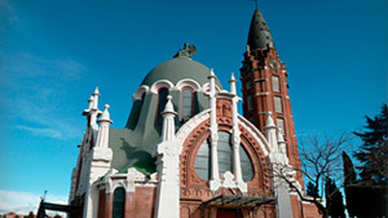 Casi un millón de madrileños visitan estos días los cementerios madrileños